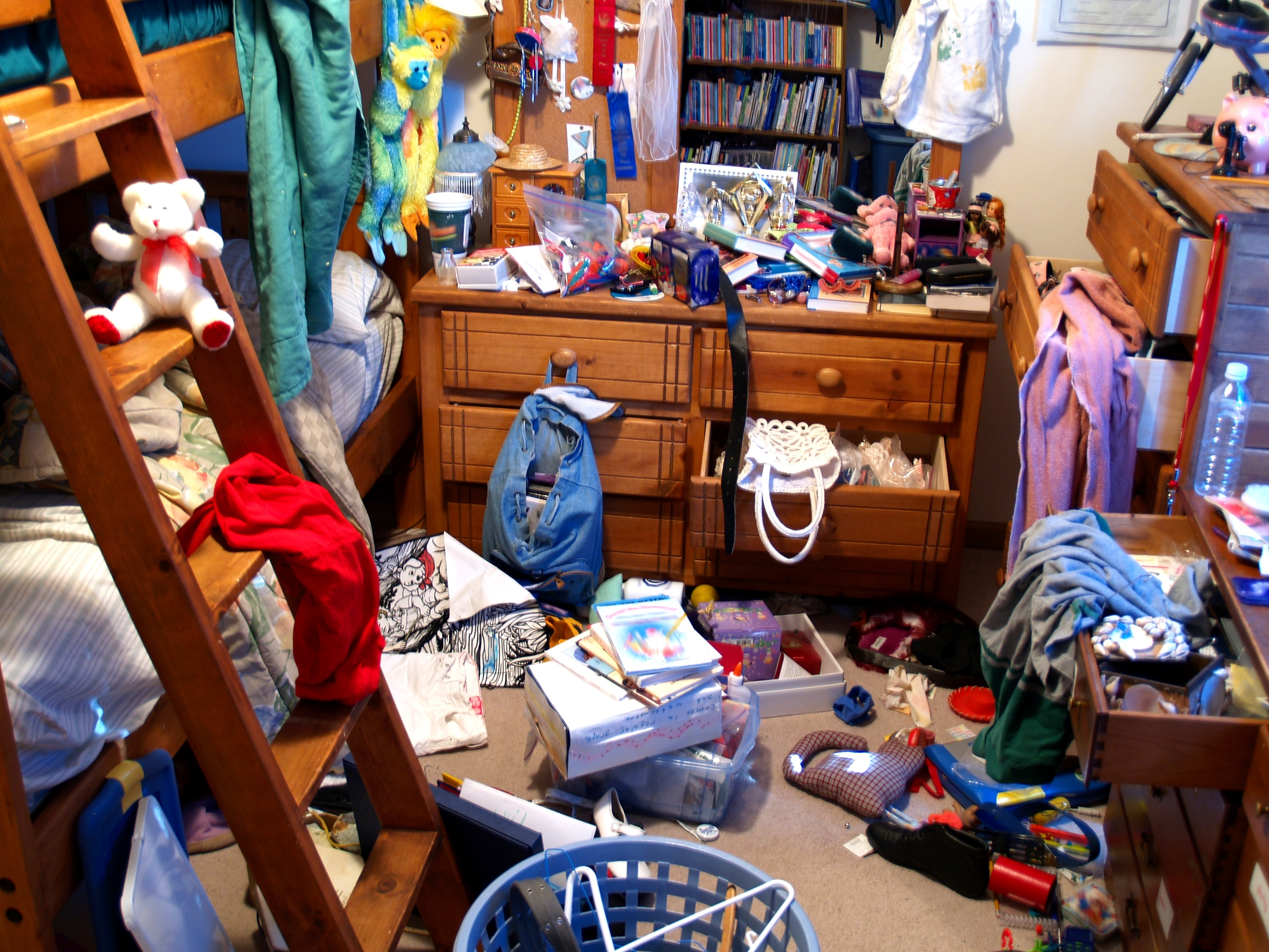 How to organize your room How to clean and organize a small bedroom